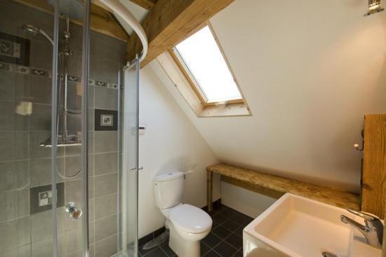 """salle de bain de la chambre du """"col du Saut"""""""